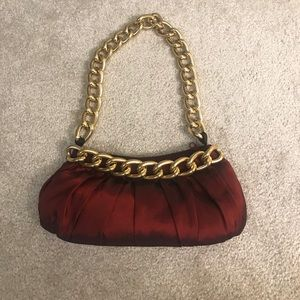 Red/maroon shoulder purse with thick gold chain